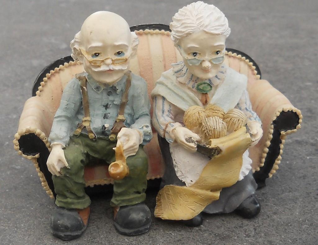 beeldje ouder echtpaar
